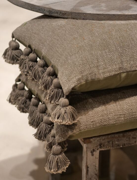 Cushion Poly Cotton w/ Tassels Olive