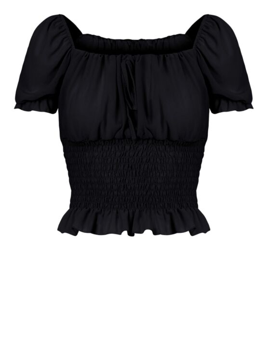 De top, in zwart, heeft een boothals, korte mouwen en een gesmockte onderkant met ruffle.