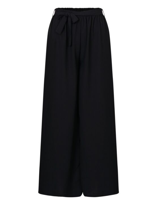 Deze zwarte wijdvallende broek heeft een elastische taille-band voorzien van een koord.