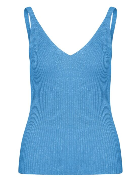 De top, in een blauwe glitterstof, heeft een V-hals en een diepere uitsnede aan de achterkant.
