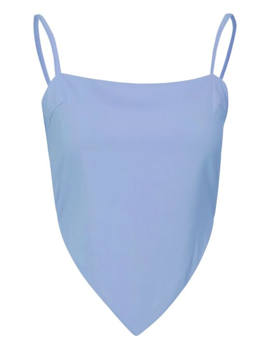 De lichtblauwe, mouwloze top heeft spaghettibandjes en een strik op de achterkant.