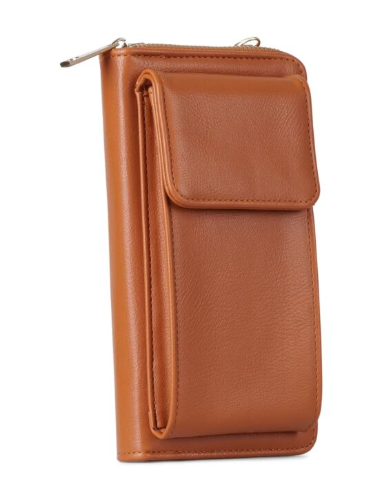 De camelkleurige tas heeft meerdere vakken en een hengsel om de tas cross body te dragen.