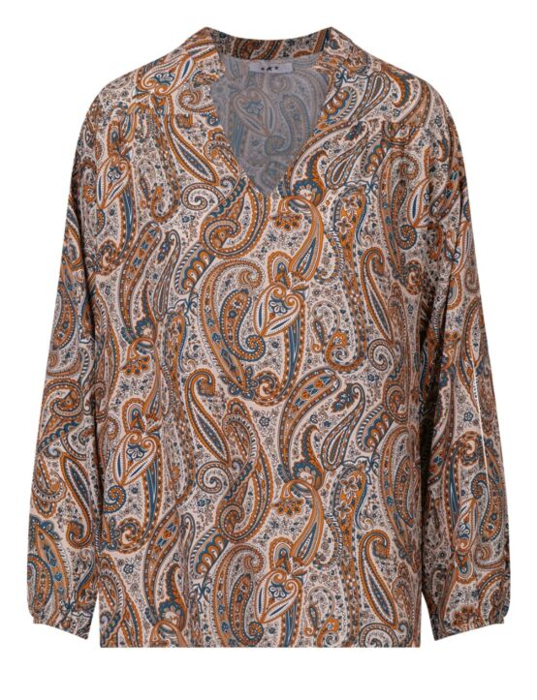 De beige blouse, in een boho-print, heeft een kraag, V-hals en lange mouwen.