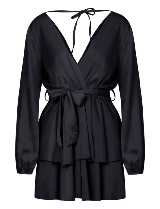 De zwarte jumpsuit heeft een V-hals, lange mouwen, een koord en een diepe uitsnede op de rug.