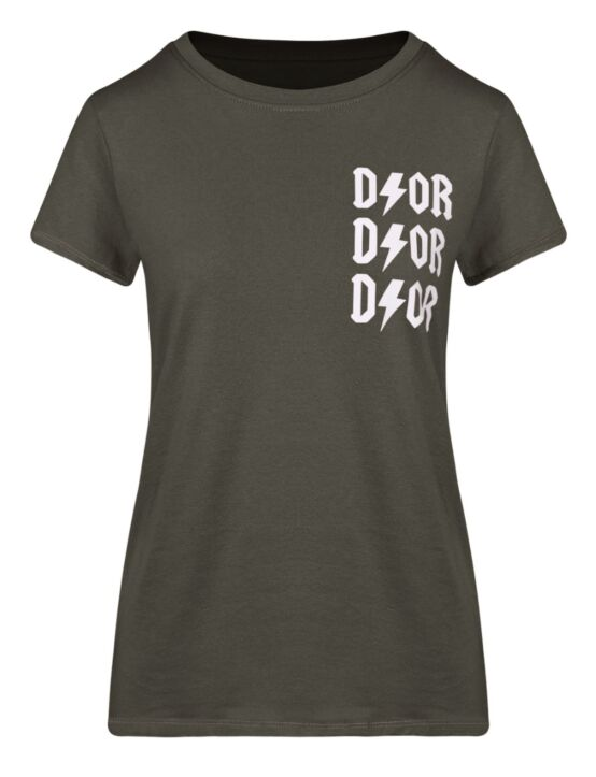 Het donkergroene t-shirt heeft een ronde hals, korte mouwen en een opdruk op de voorkant.