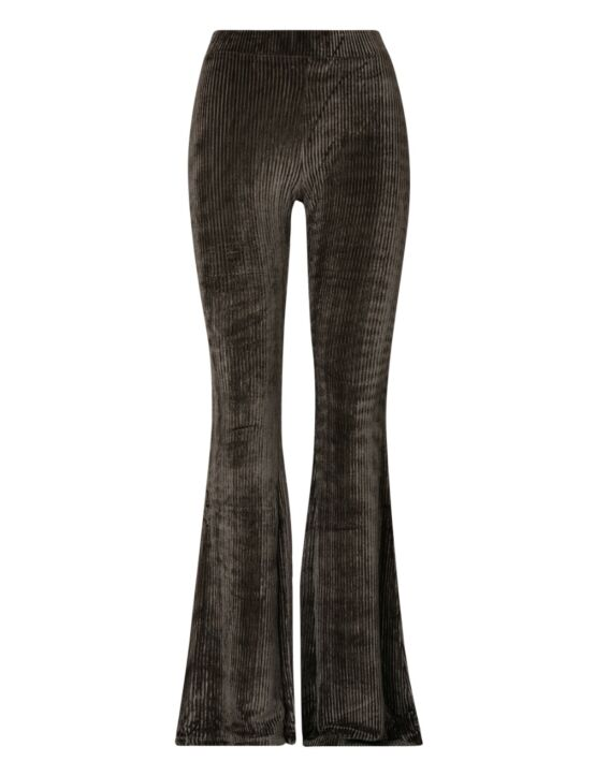 De groene flared pants, van een ribstof, heeft een suède look en een elastische taille-band.