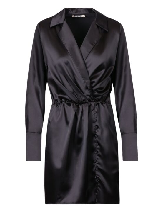 De zwarte jurk heeft een V-hals, omgevouwen kraag, een V-hals, lange mouwen en sierknoopjes.