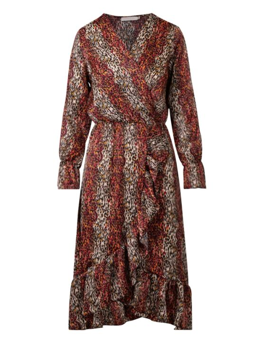 De rode maxi jurk, in een dierenprint, heeft een V-hals, elastische taille-band en lange mouwen.