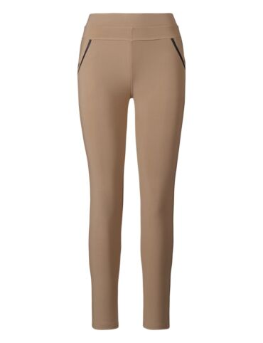 De taupe legging heeft een elastische taille-band en zakken aan de voor- en achterkant.