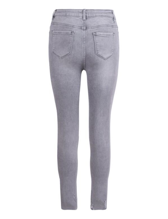 De grijze skinny spijkerbroek, is high waist heeft een rafelige onderkant en destroyed details.